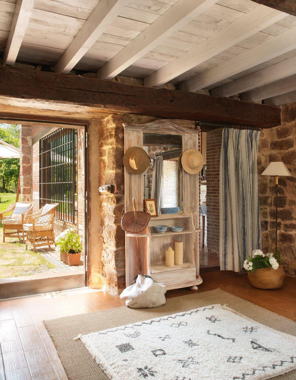 Antes una cuadra hoy una vivienda familiar en cantabria - Casa de las alfombras ...
