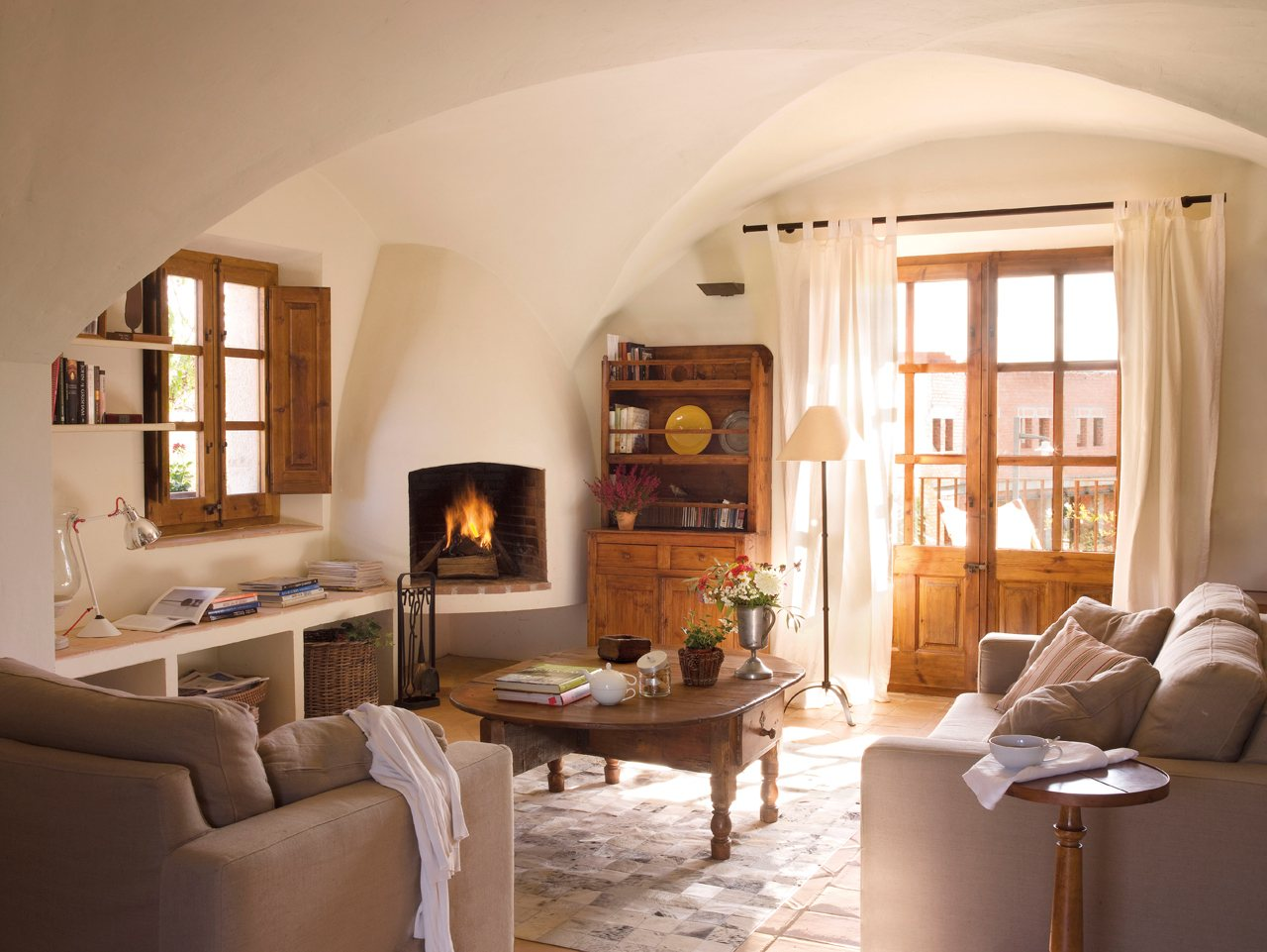 15 ideas para decorar salones r sticos for Muebles de salon con chimenea