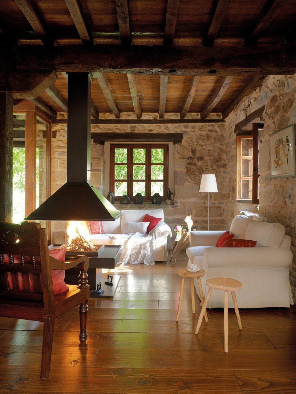 15 ideas para decorar salones r sticos - Salon con chimenea ...