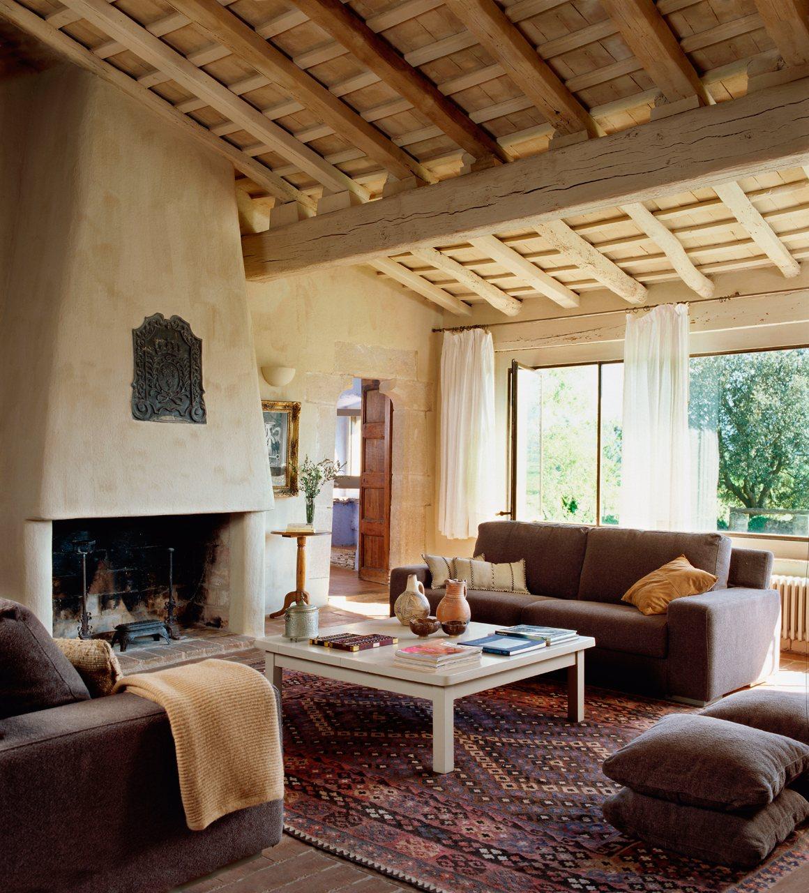 15 ideas para decorar salones r sticos - Vigas de madera redondas ...