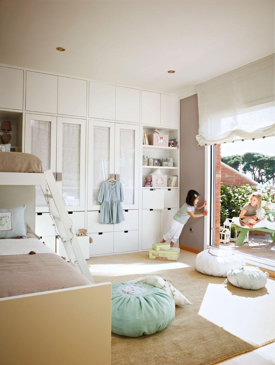 Un dormitorio muy completo y ordenado - Decorar habitacion infantil nino ...