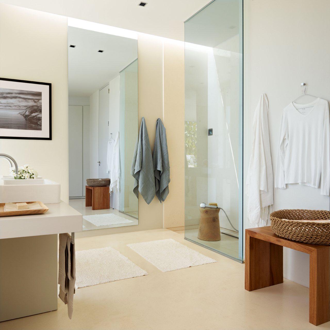 Baño Abierto Al Vestidor:Un baño grande, abierto y sin bañera en Ibiza