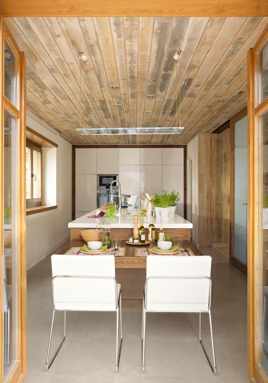 Una cocina moderna pr ctica y c lida - Cocina exterior ...