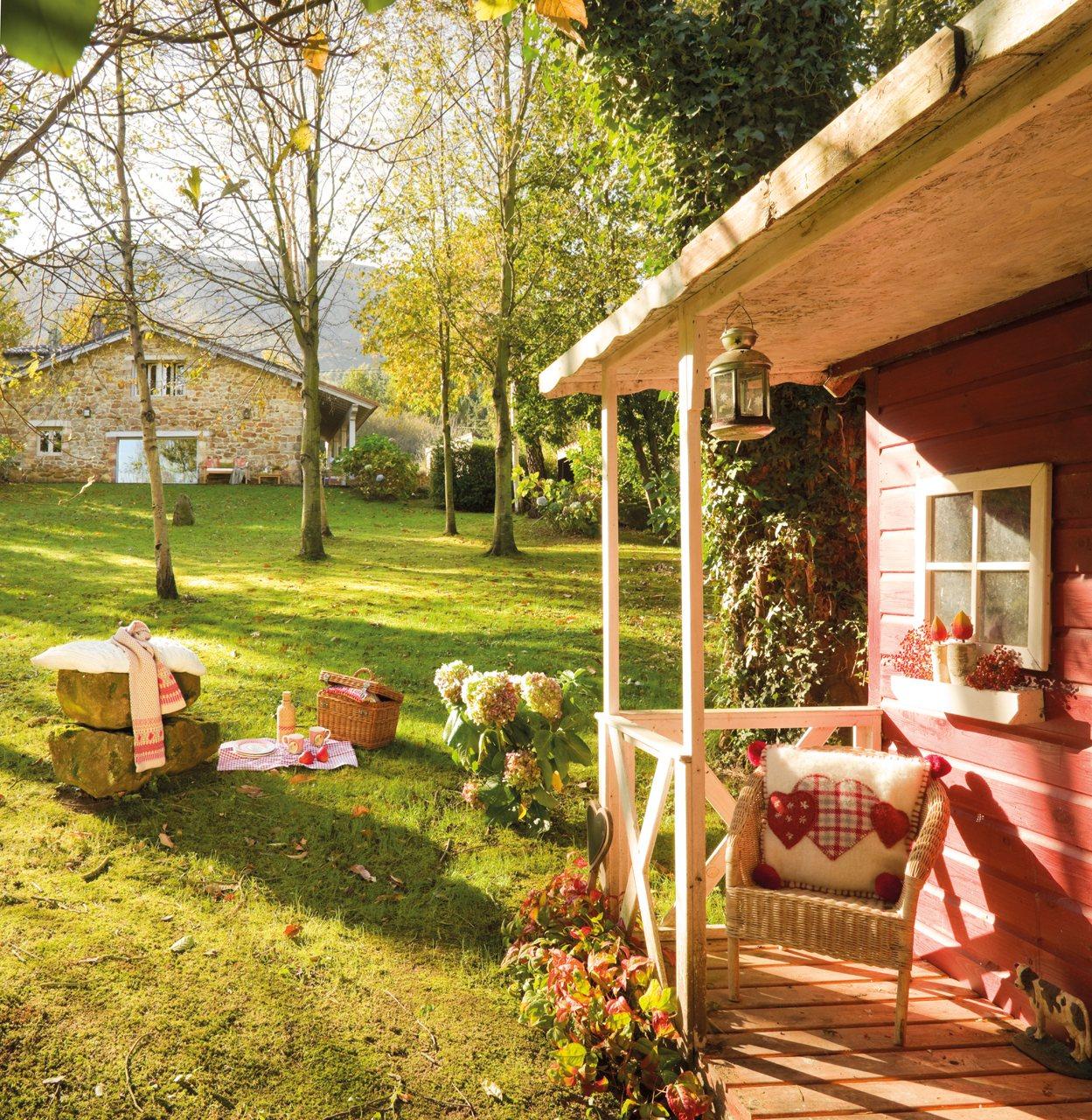 Vicky 39 s home una casa de cuento one story house for Casa de madera con jardin