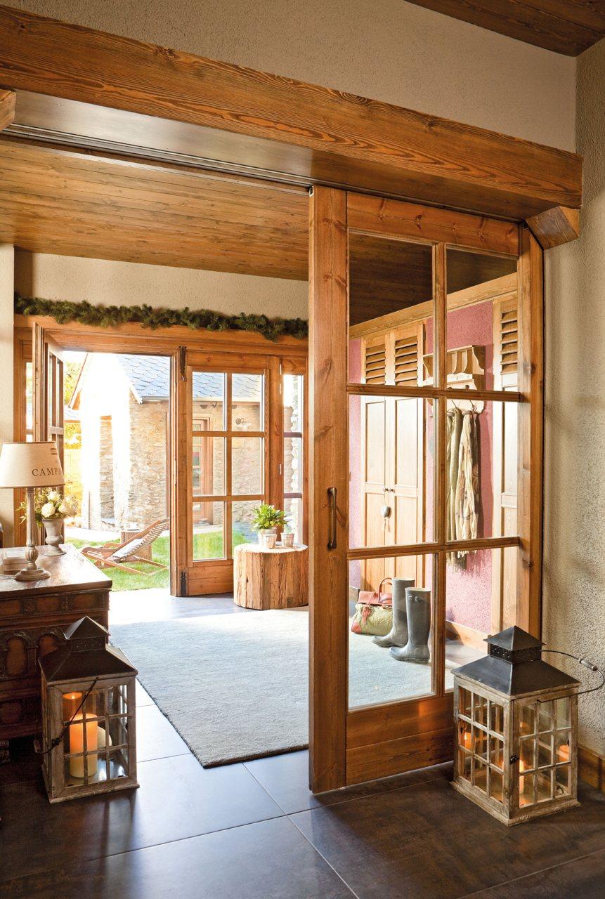 Un refugio restaurado en el pirineo - Puertas correderas de cristal y madera ...