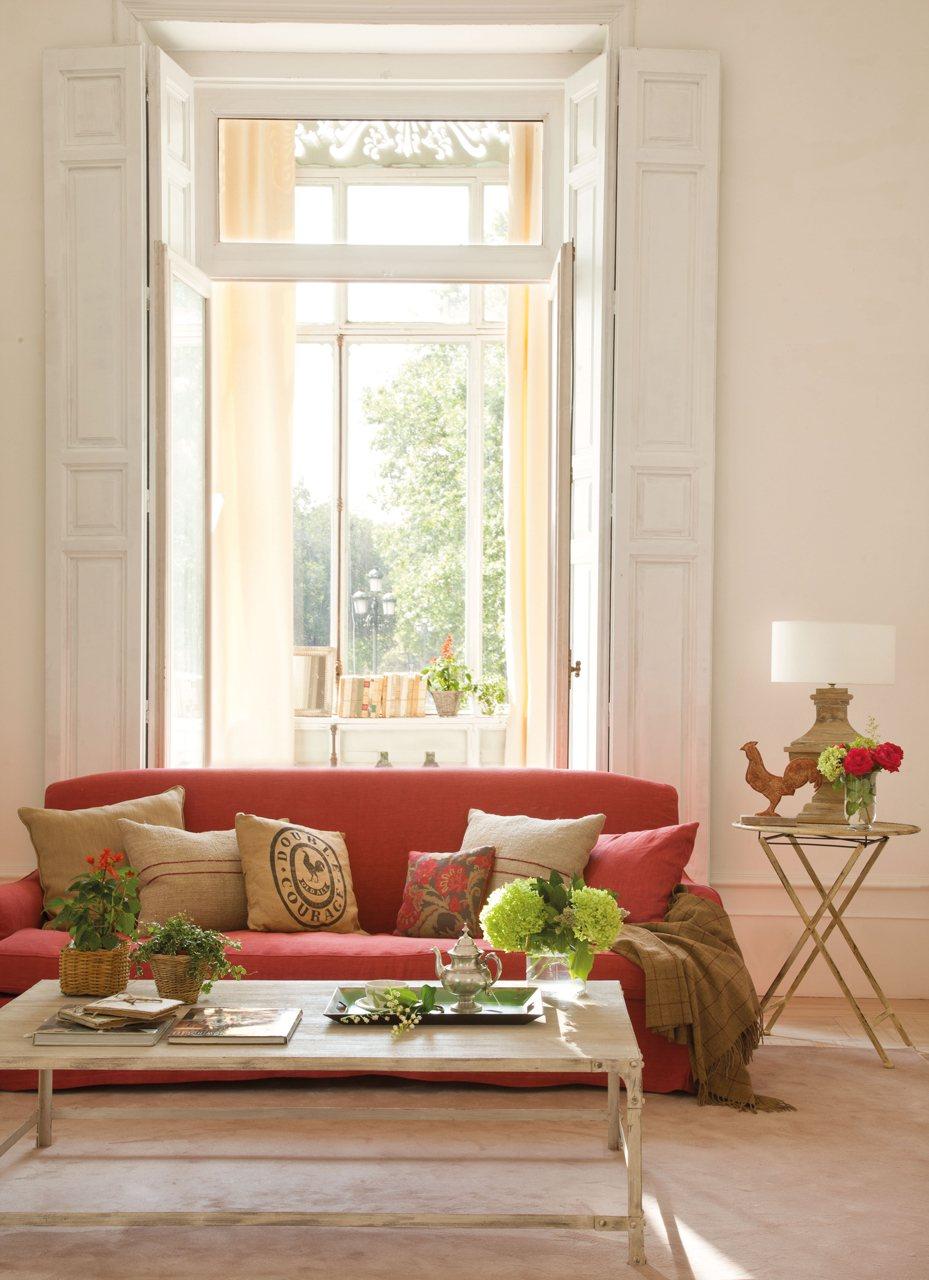 Cuatro estilos para el sal n - Salon con sofa rojo ...