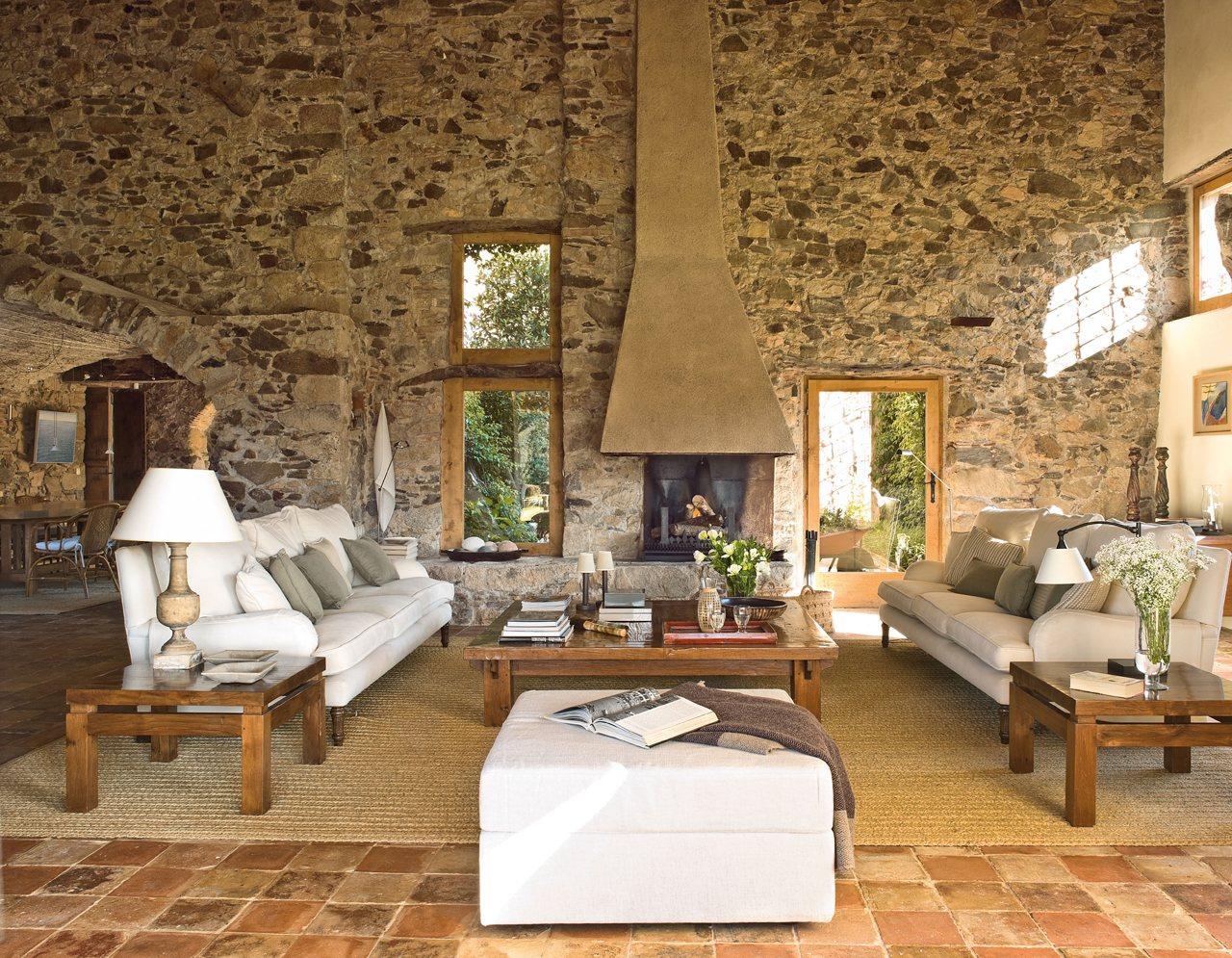 15 salones con chimenea para el invierno - Salones decorados con piedra ...