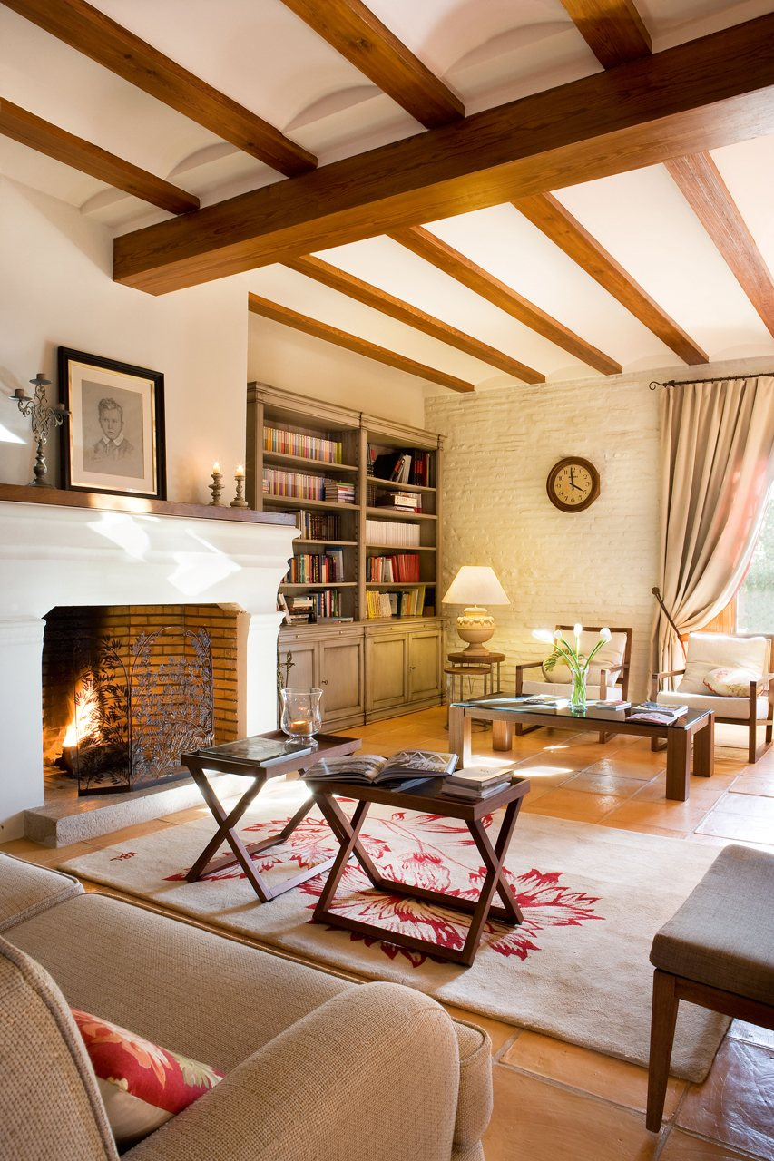 15 salones con chimenea para el invierno for Decoracion rustica para living