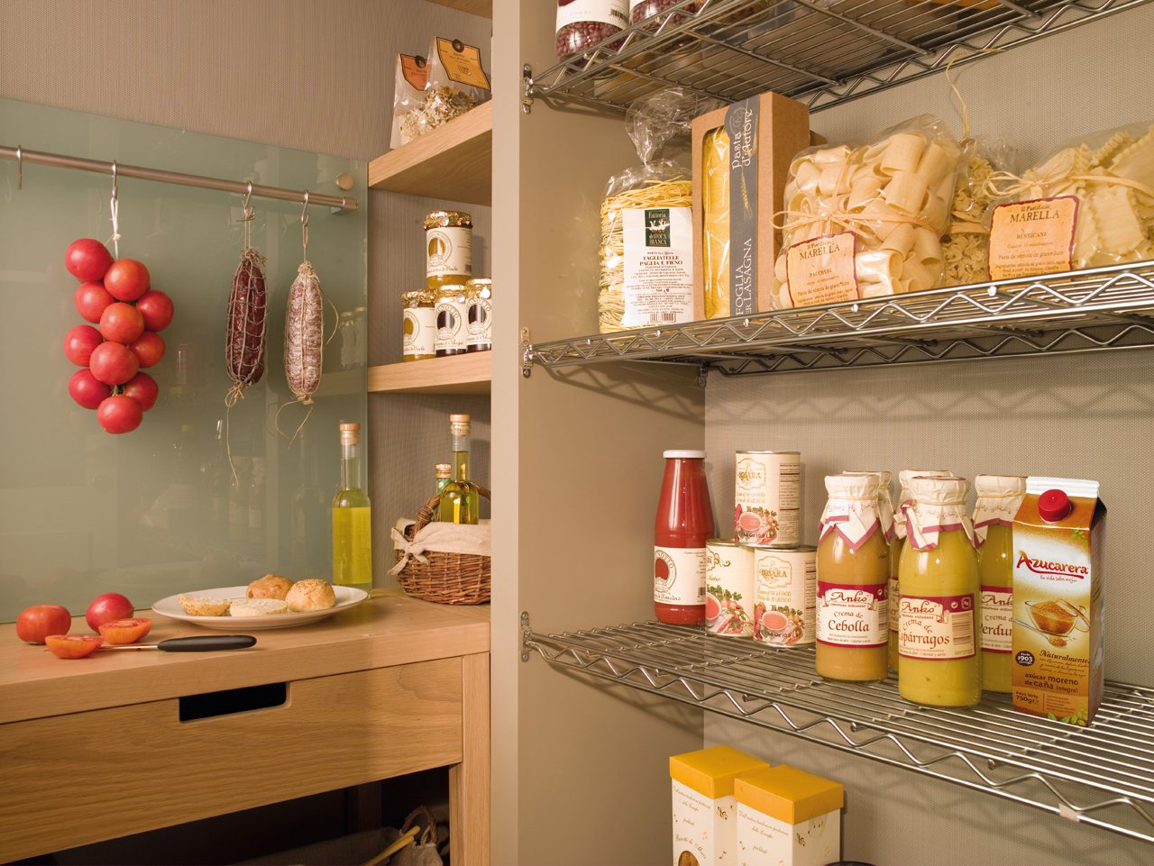 La cocina m s ordenada y bien pensada del mundo - Estanterias para despensas ...