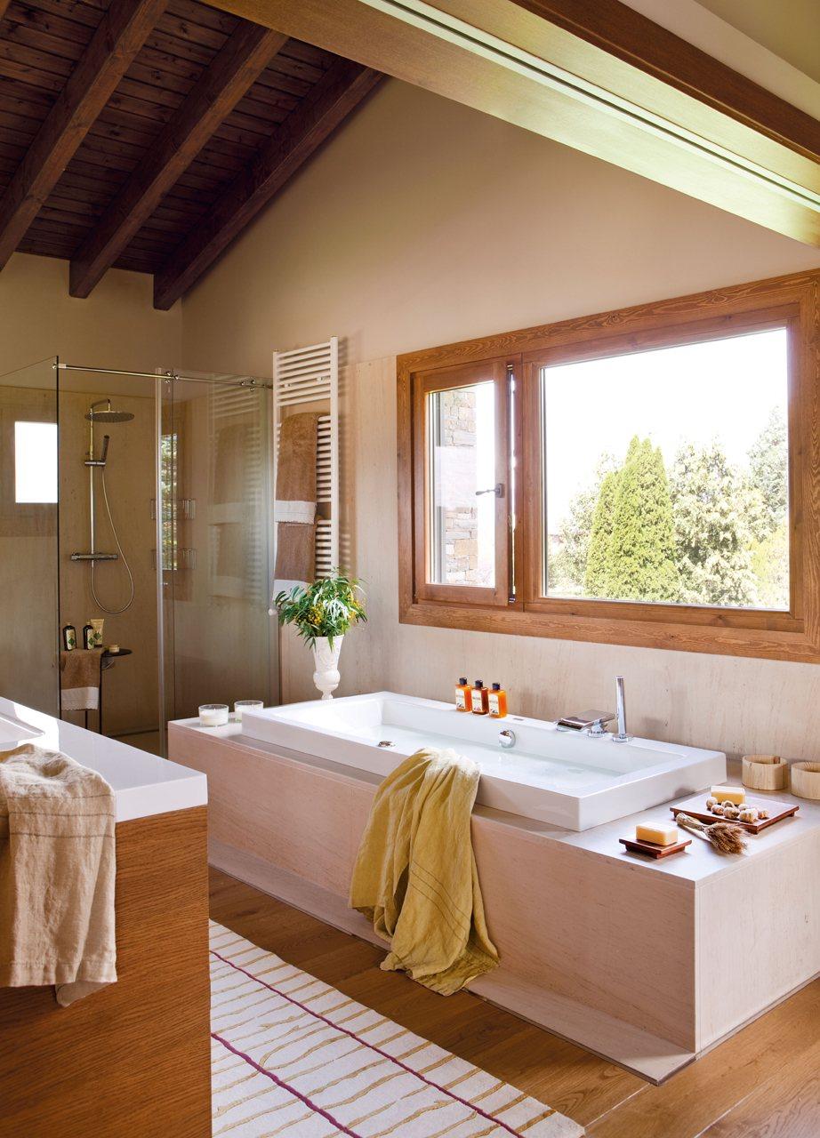 Tu ba o un oasis privado - Bano con banera y ducha ...