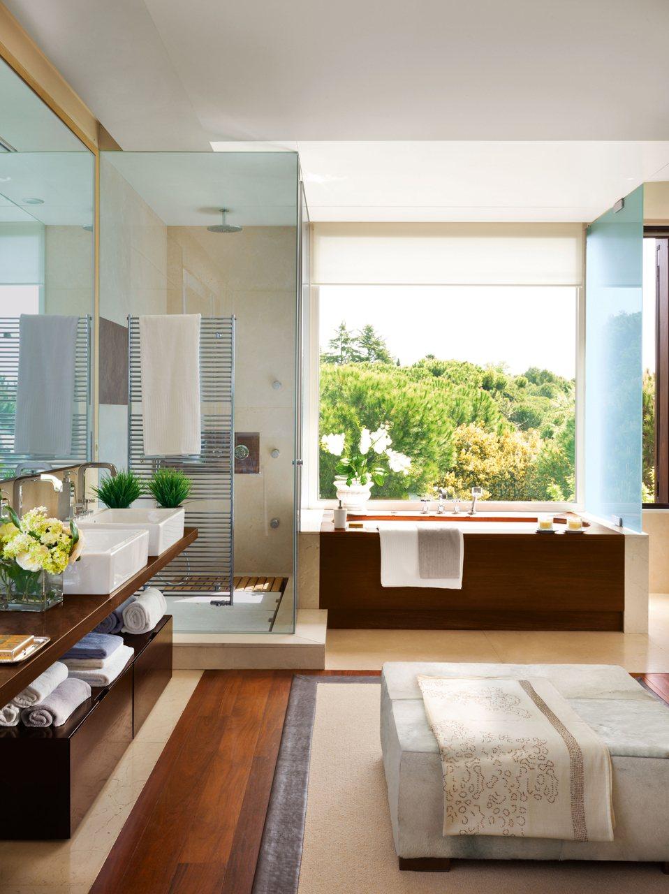 Un ba o amplio y muy vers til con vestidor - Banos con duchas fotos ...