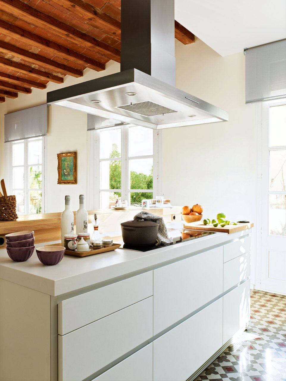 10 piezas m gicas para renovar la casa - Cocinas con campanas decorativas ...
