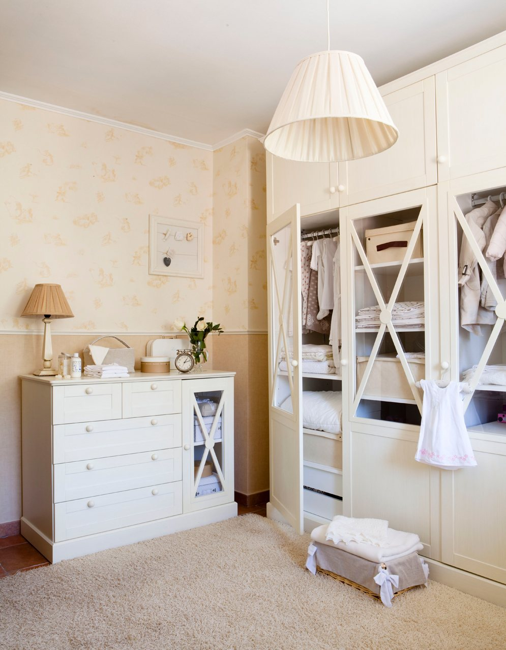 La primera habitaci n del hijo for Cortinas para armarios empotrados