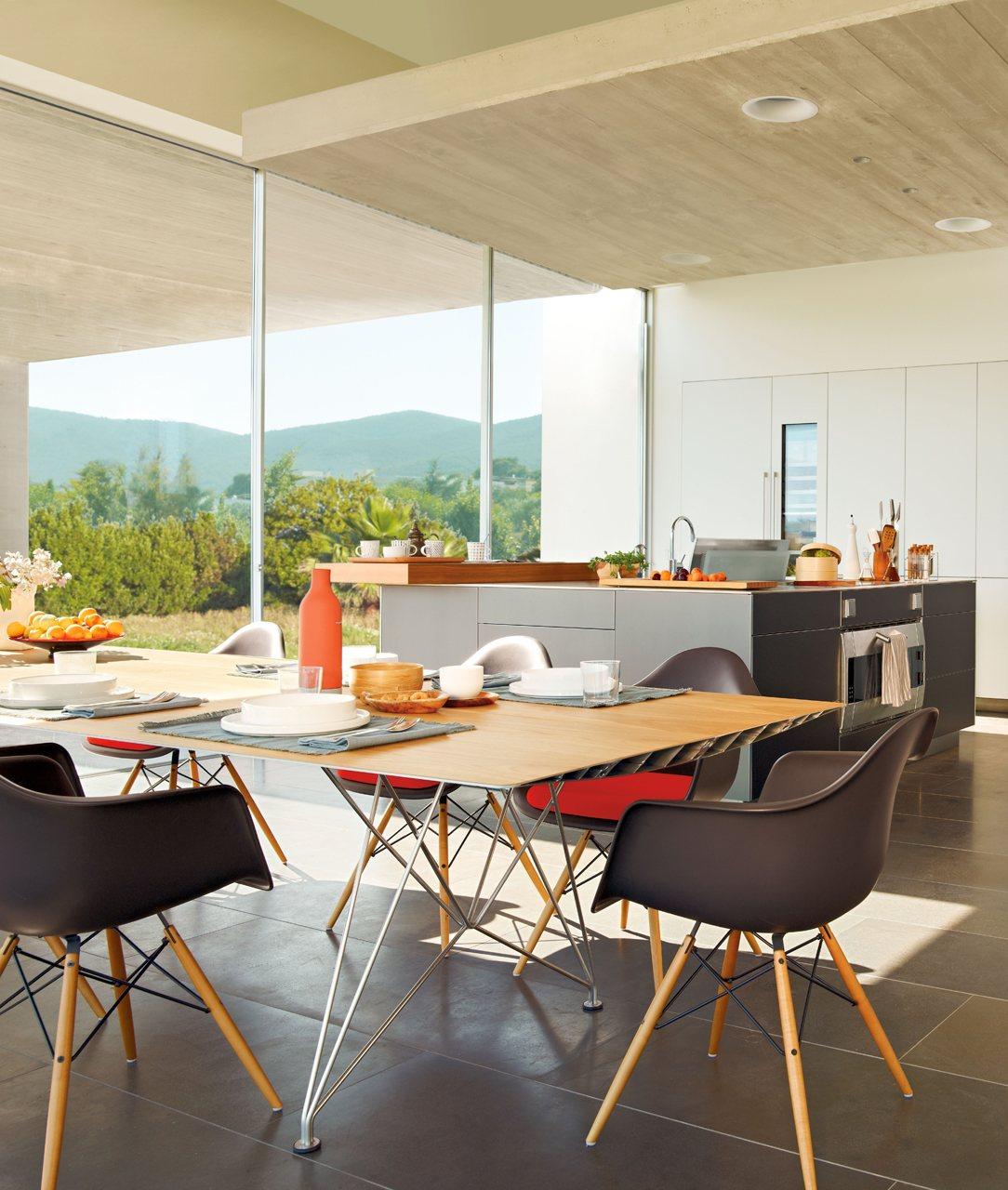 Tres cocinas amplias, luminosas y frescas