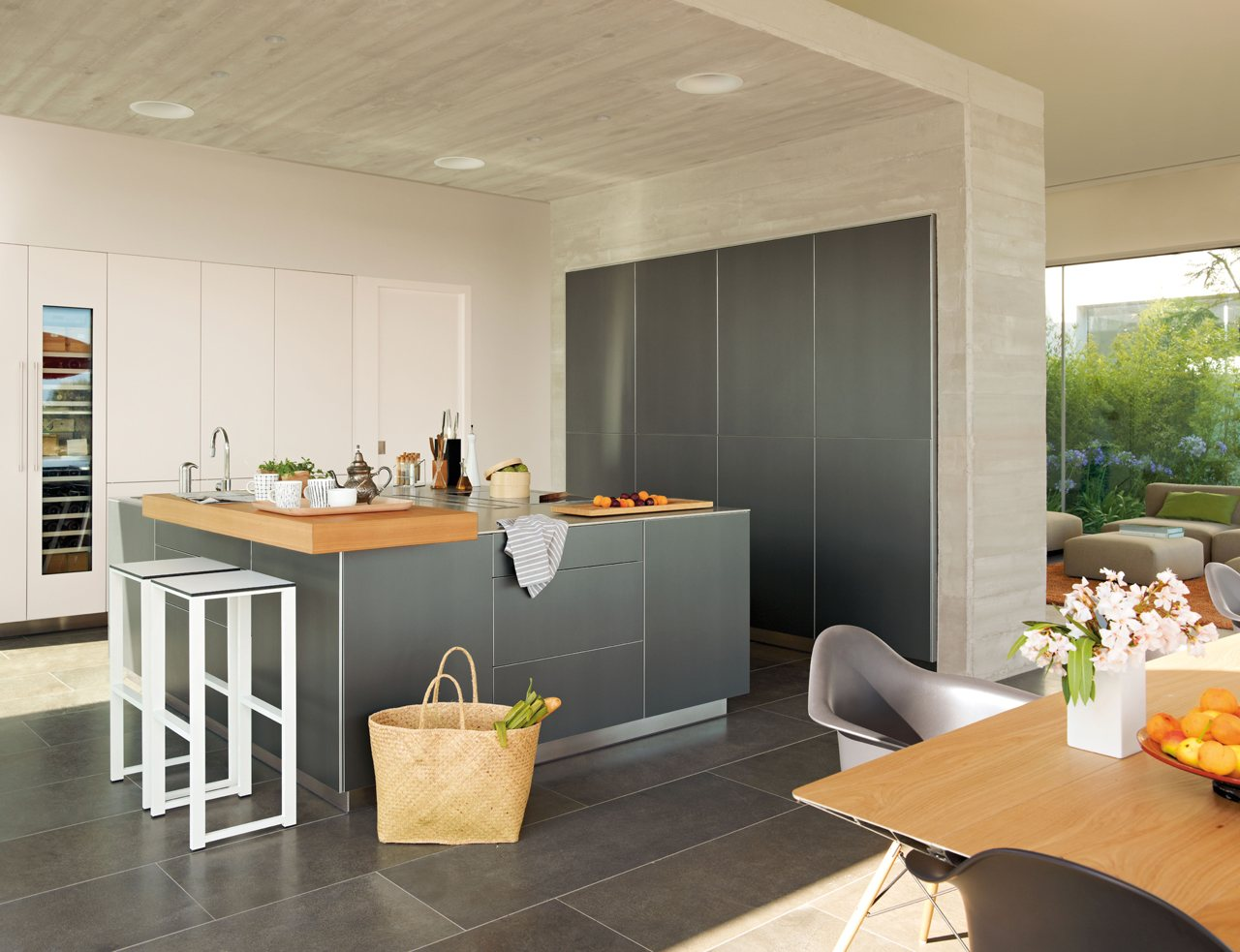 Una cocina fundida con el exterior for Mueble isla cocina
