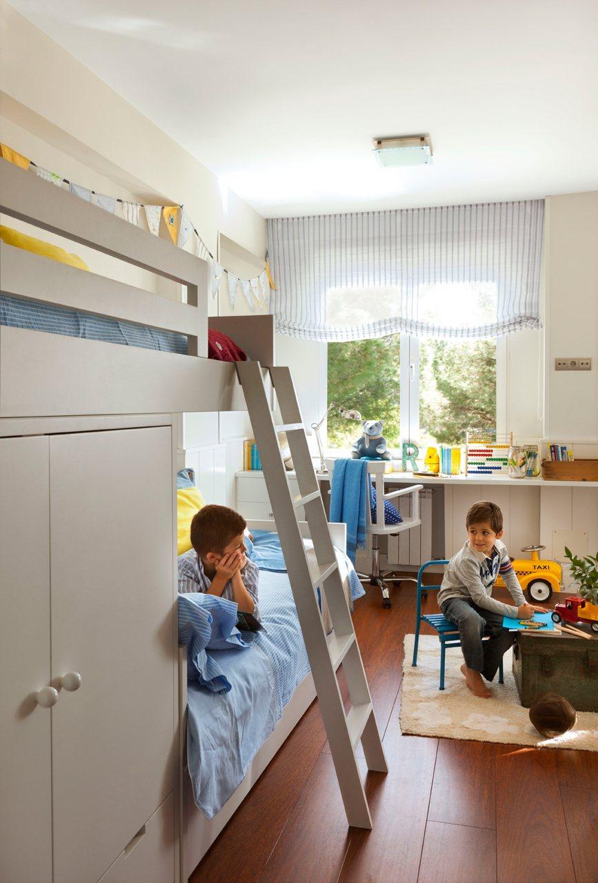 Una habitaci n para dos hermanos muy bien aprovechada - Camas para dos hermanos ...