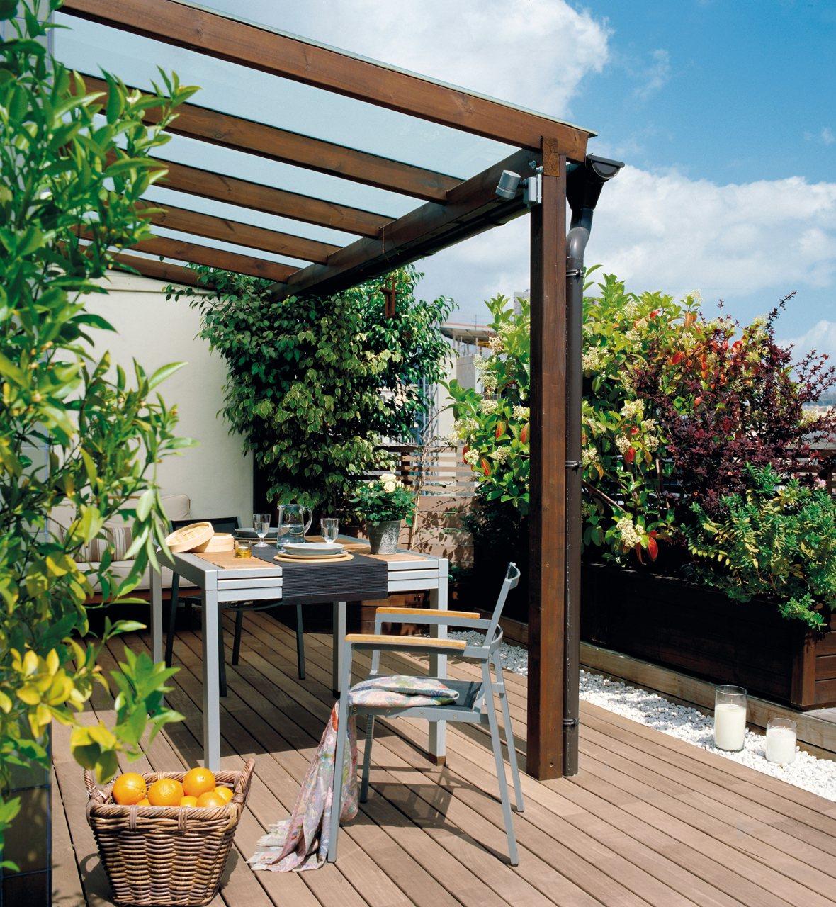 Saca partido a una terraza peque a for Pisos de inmobiliarias de bancos