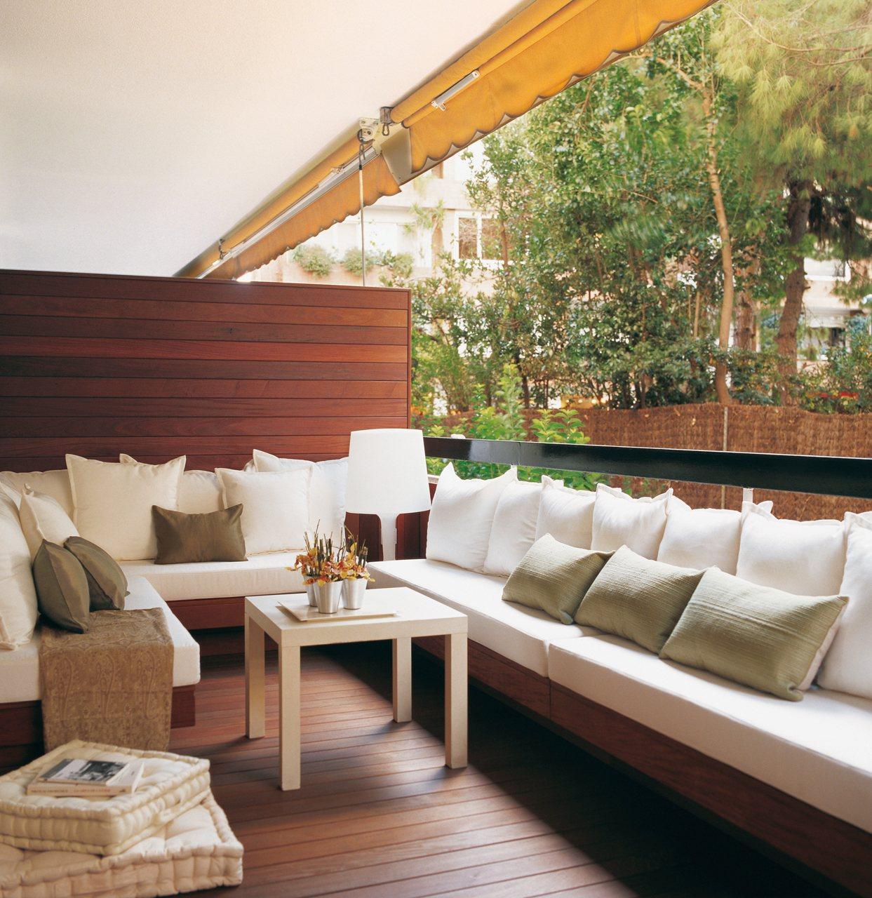 Saca partido a una terraza peque a for Sofas para terrazas pequenas