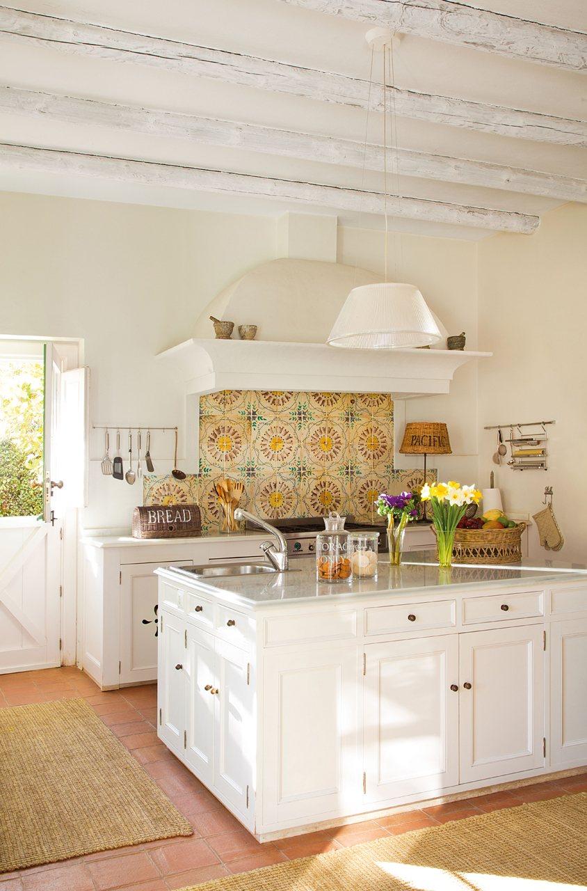C mo decorar una cocina de casa de campo - Azulejos clasicos ...