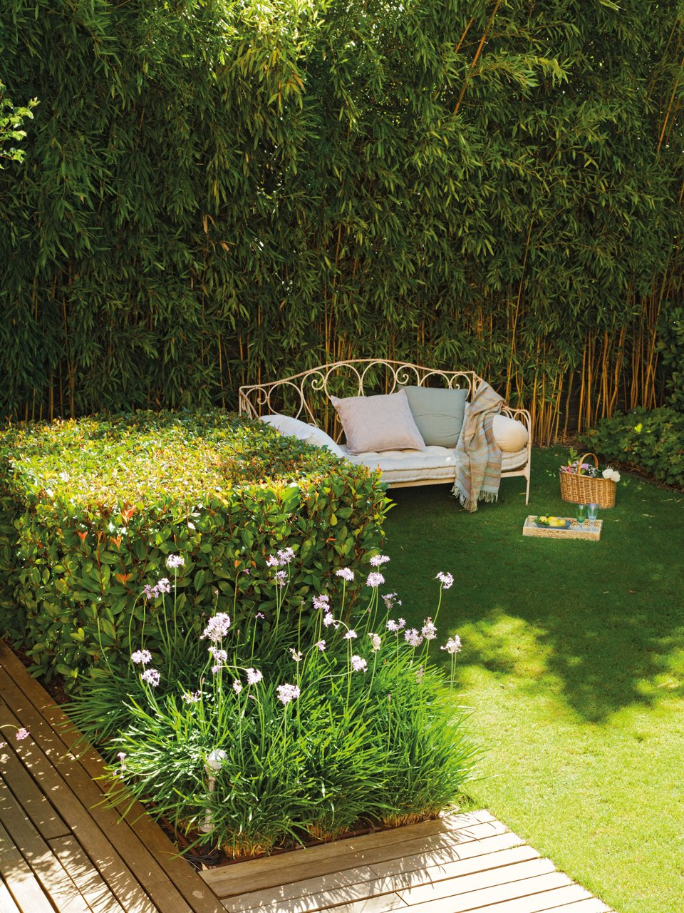 Casa y jard n en verdes y azules for Jardines verdes