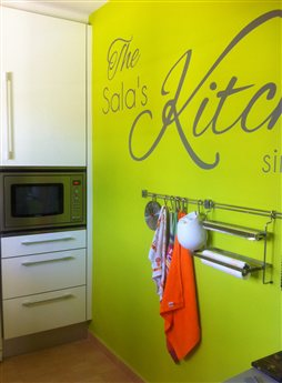 Una mini cocina verde pistacho tu casa for Cocina verde pistacho