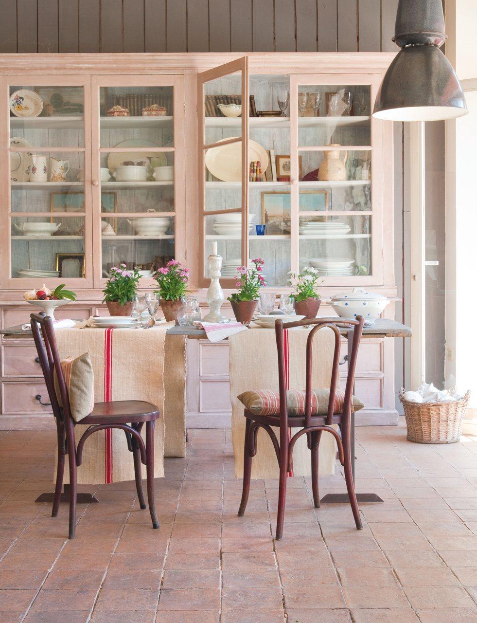 El arte de recuperar piezas antiguas - Mesas de comedor antiguas restauradas ...