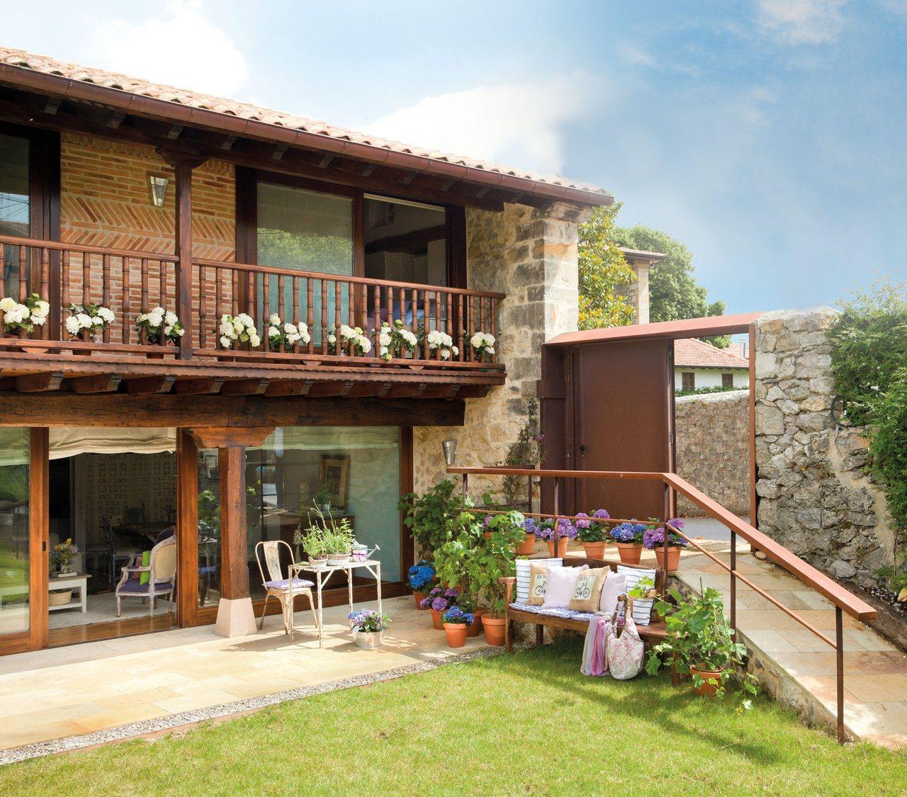 Casa familiar en cantabria con jard n for Exterior de casas