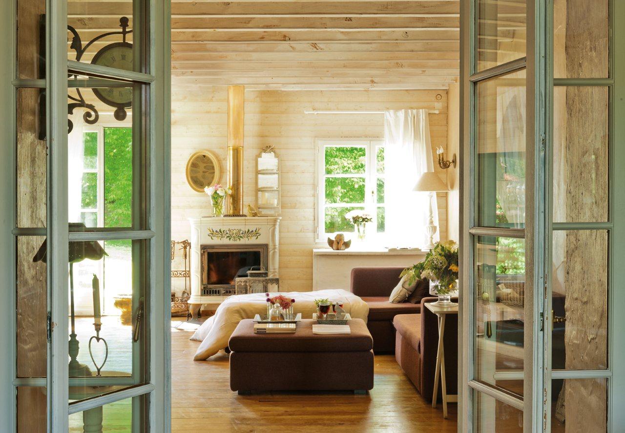 Nueva vida en una casa de campo del sigo xix for Puertas acristaladas interior