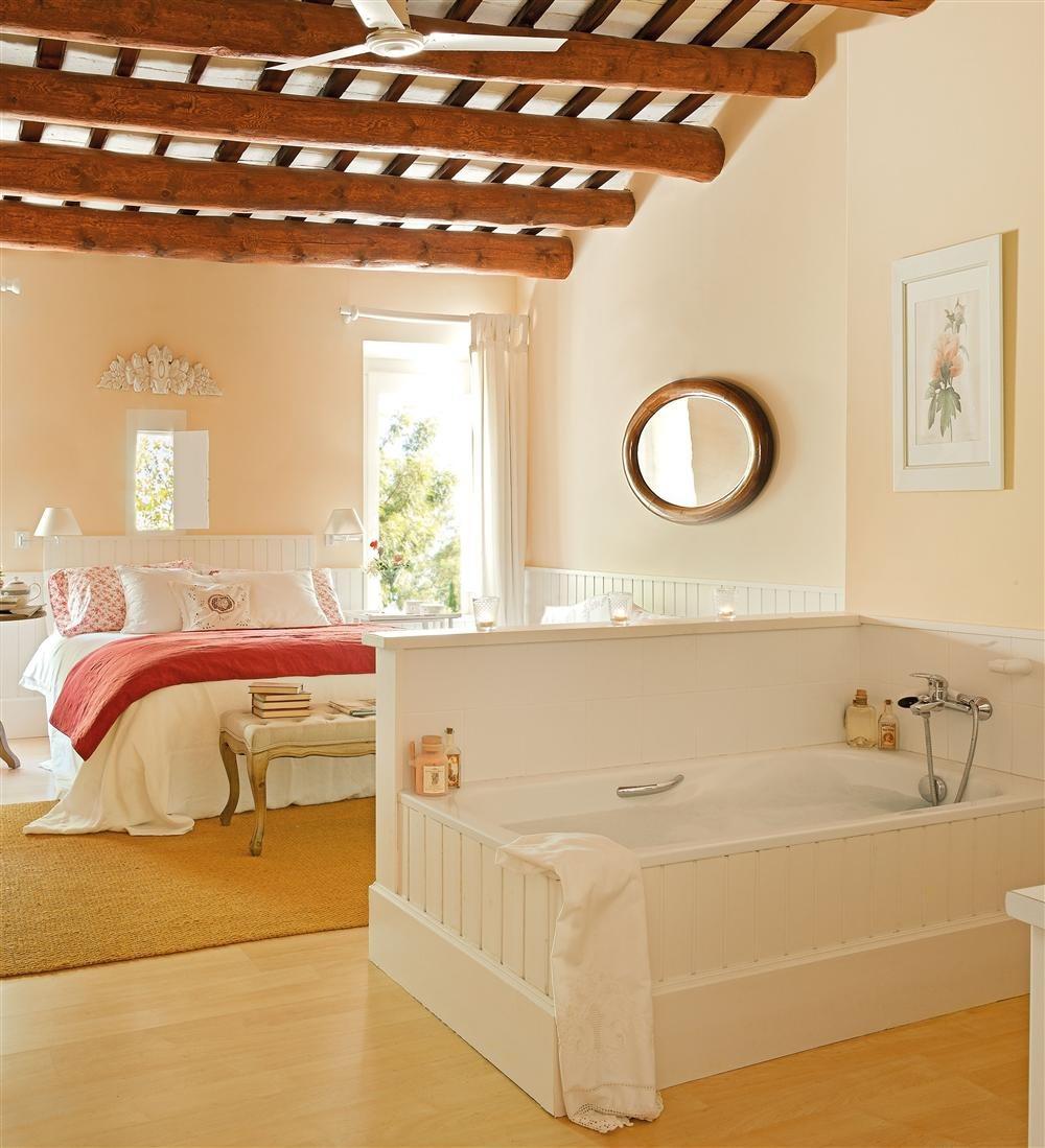 Dormitorio con baño incorporado. Desde el baño