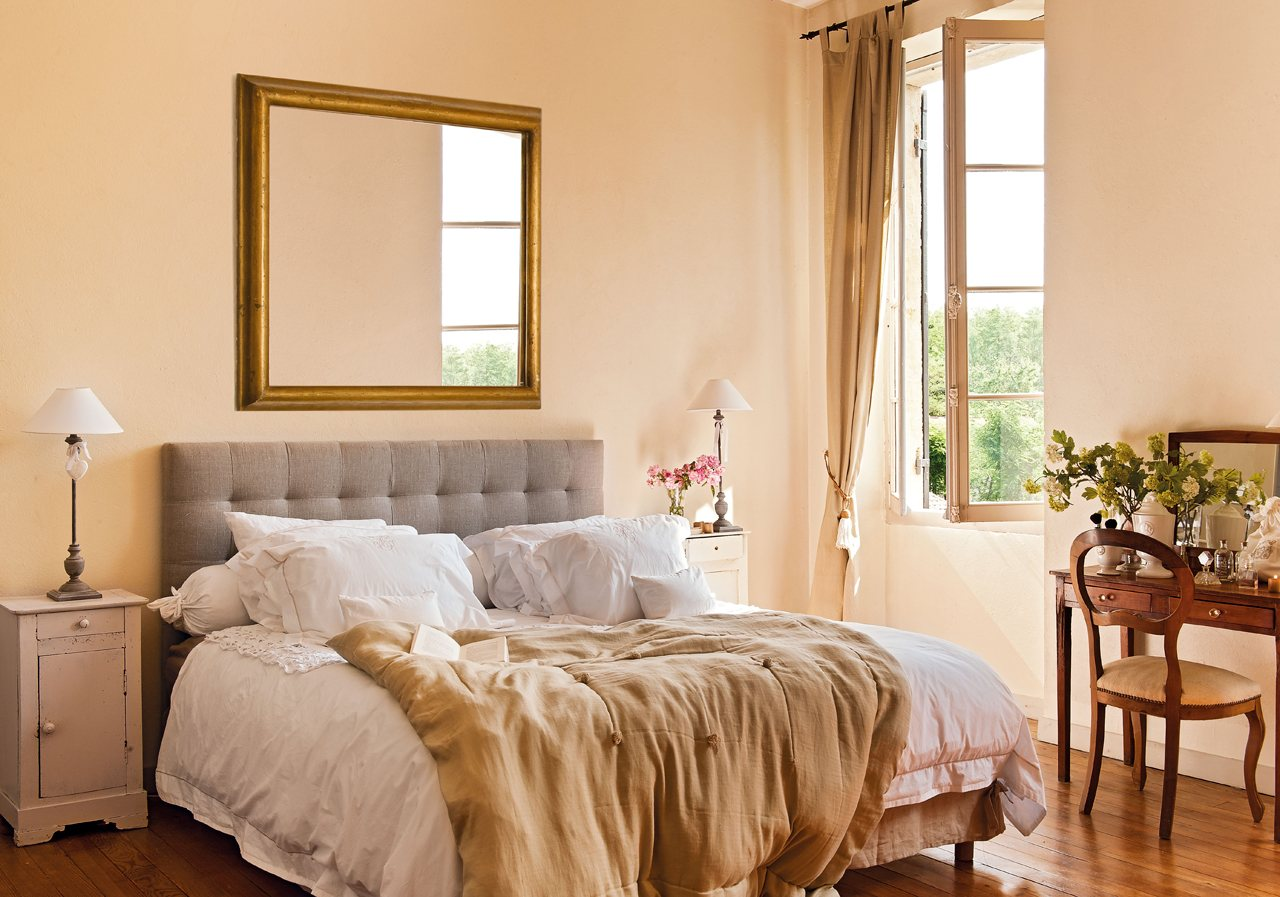 Luz y clasicismo en el dormitorio