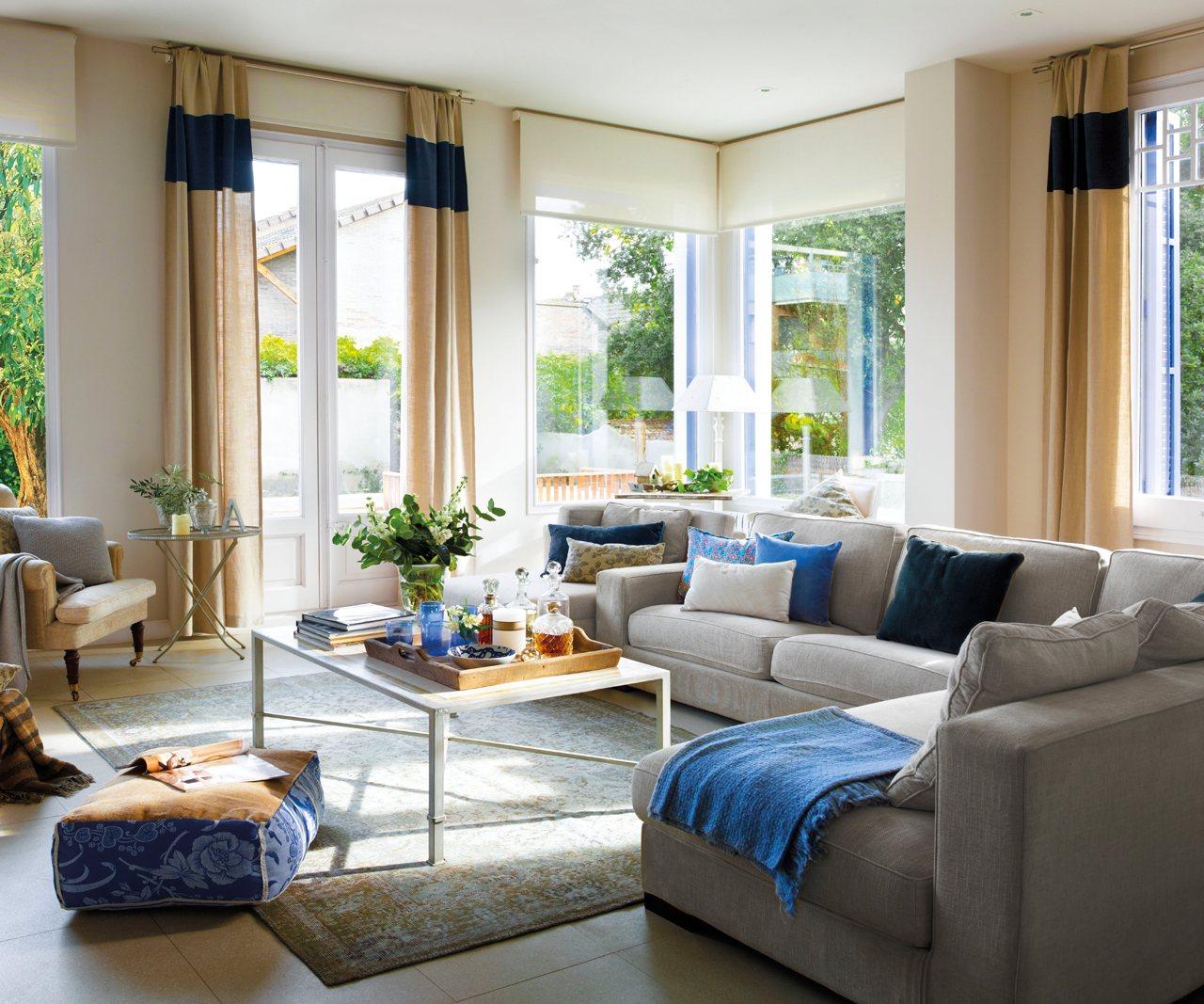 12 salones llenos de luz for Cortinas para salon blanco y gris