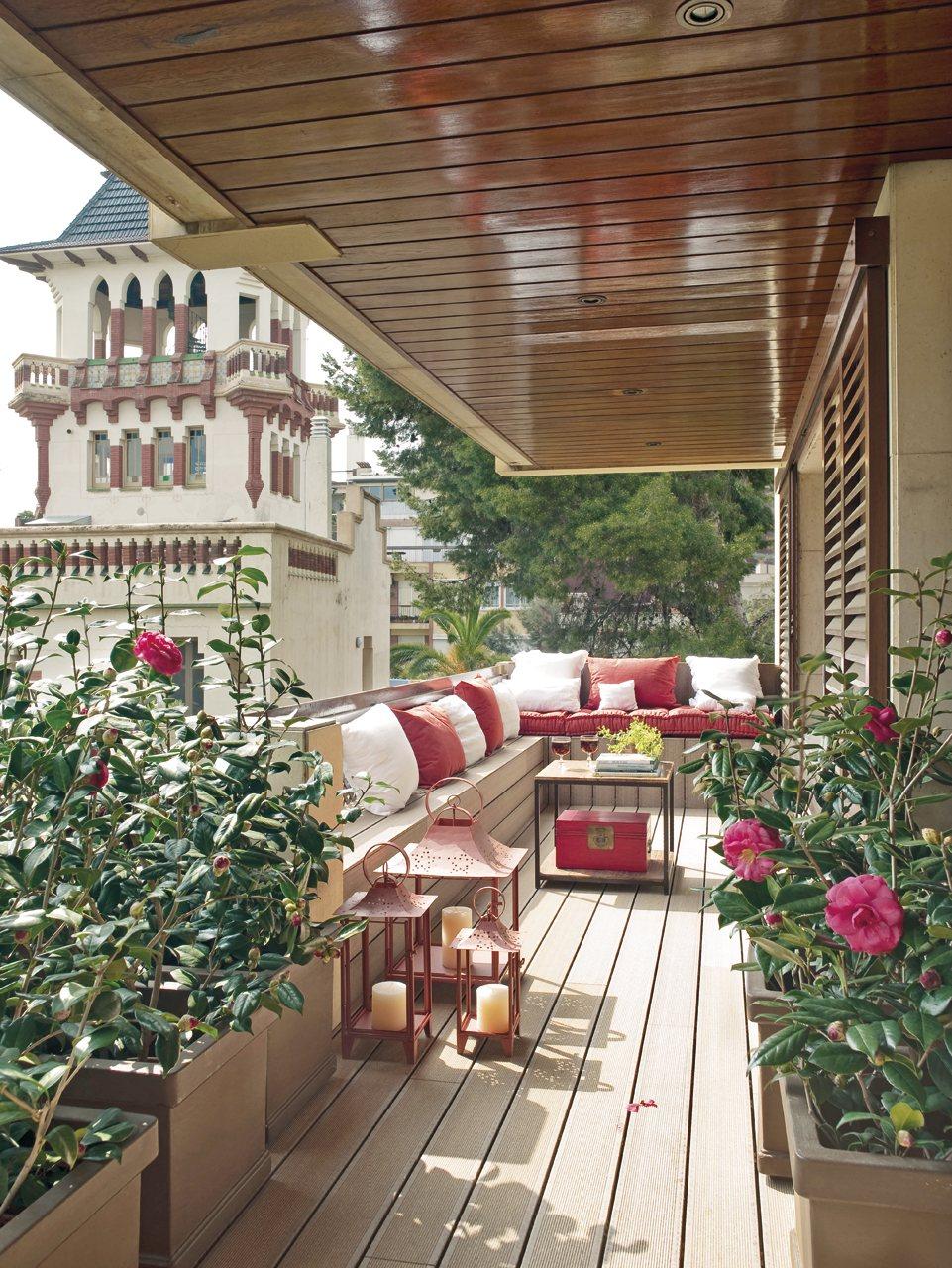 Terrazas peque as exteriores bien aprovechadas - Suelos para jardines pequenos ...