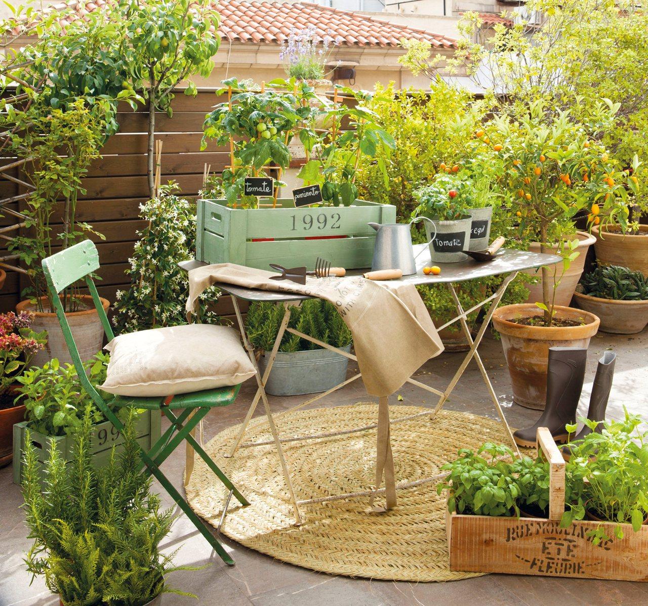15 formas de aprovechar exteriores peque os - Huerto en la terraza ...