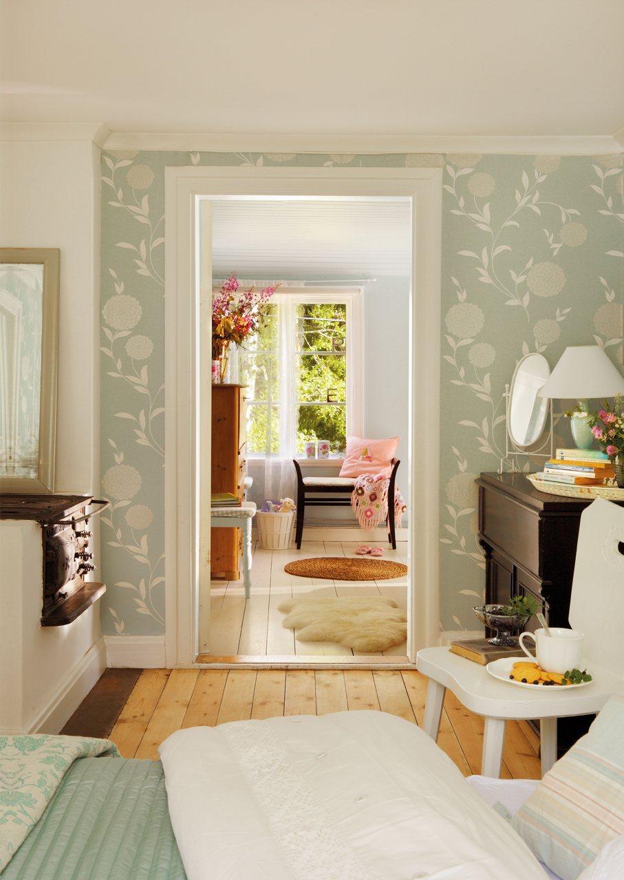 La casa de verano en suecia de lorenzo meazza de ikea - Papel pintado dormitorio principal ...