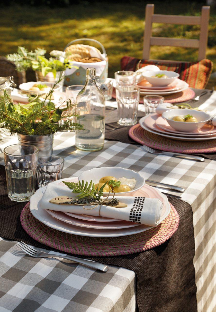 La casa de verano en suecia de lorenzo meazza de ikea - Caminos de mesa ikea ...