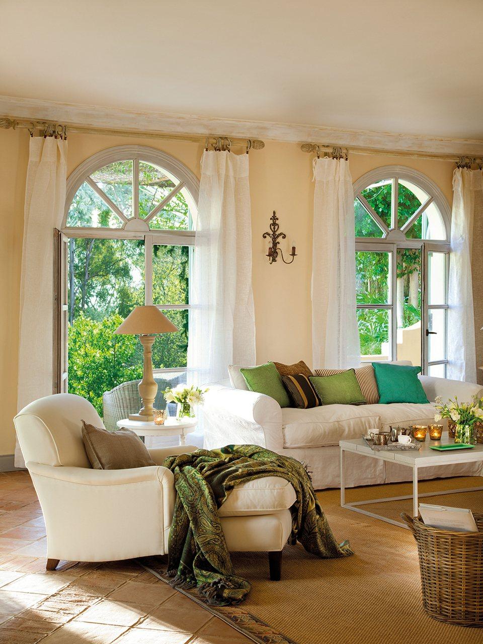 Una casa en el sur entre naranjos y con aires del for Chaise longue interiores