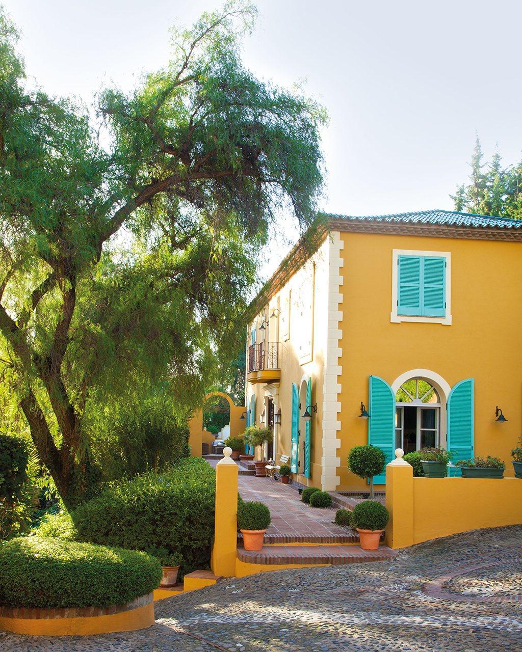 Una casa en el sur entre naranjos y con aires del for Casa y jardin abc color