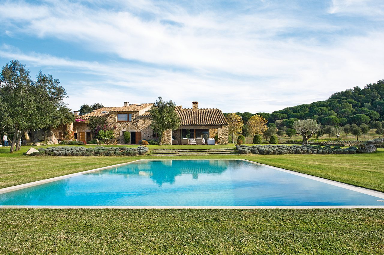Las mejores piscinas para desconectar este verano - Casa con piscina ...