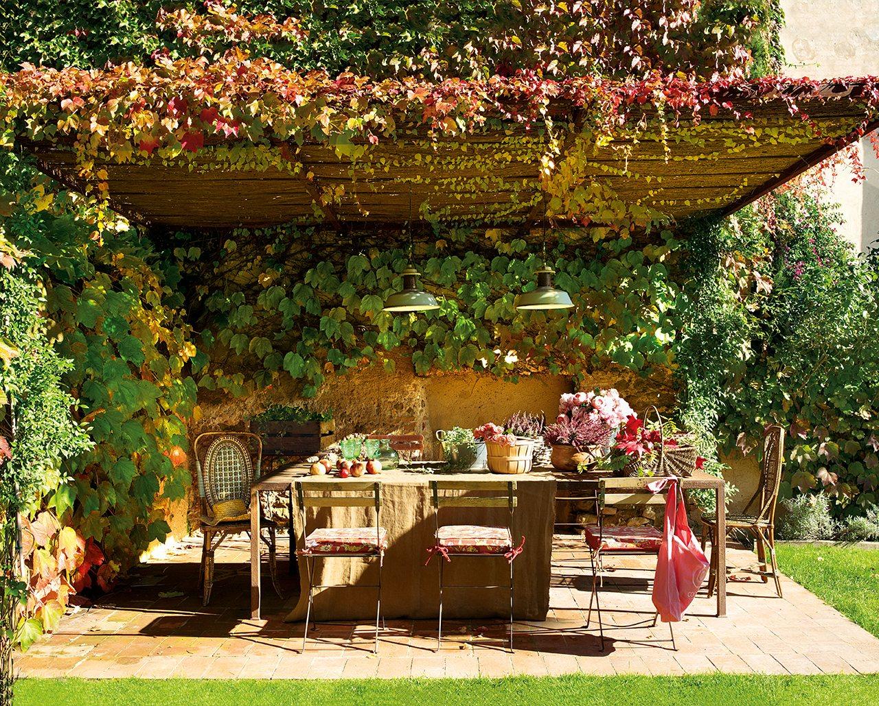 Una casona del siglo xviii restaurada - Como decorar el patio ...
