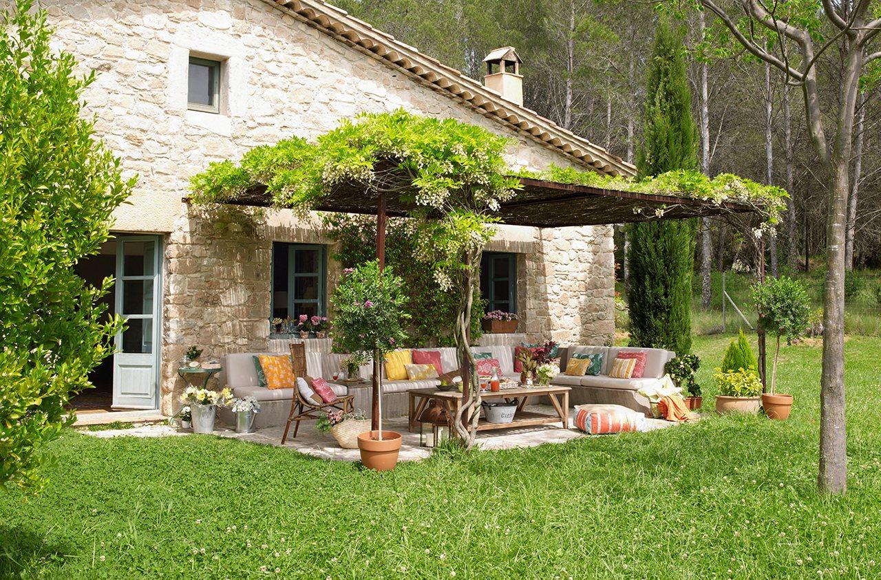 Un porche renovado for Como decorar un jardin rustico