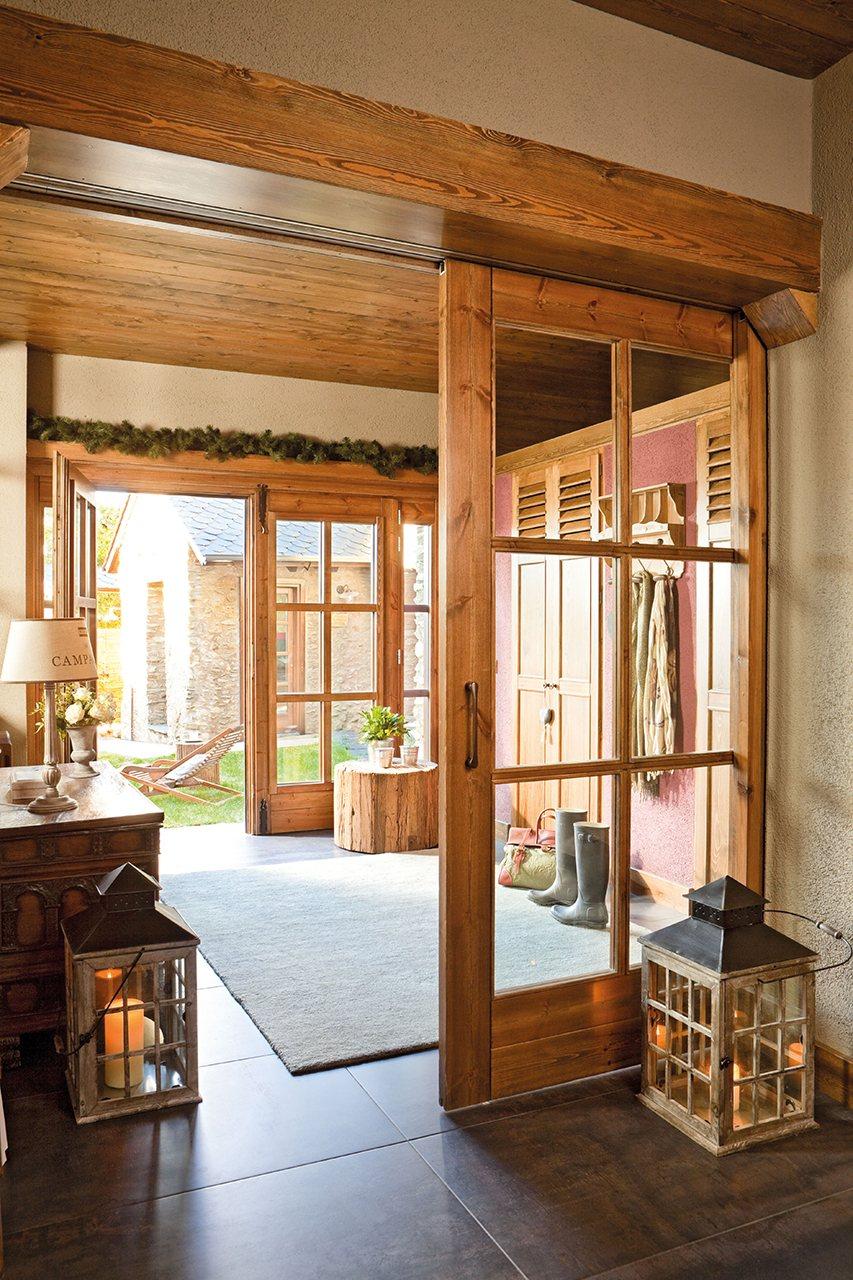 Puertas correderas para evitar barreras y ahorrar espacio for Puertas de madera y cristal exterior