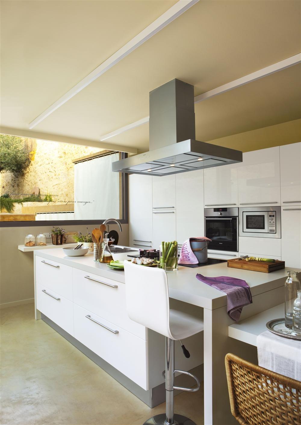 Una cocina creada alrededor de la isla for Barras de cocina ikea