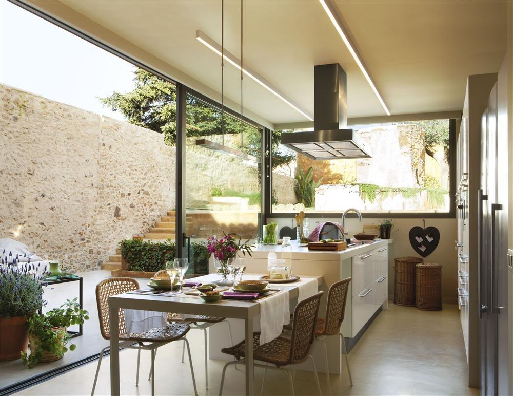Una cocina creada alrededor de la isla for Cocinas para jardin