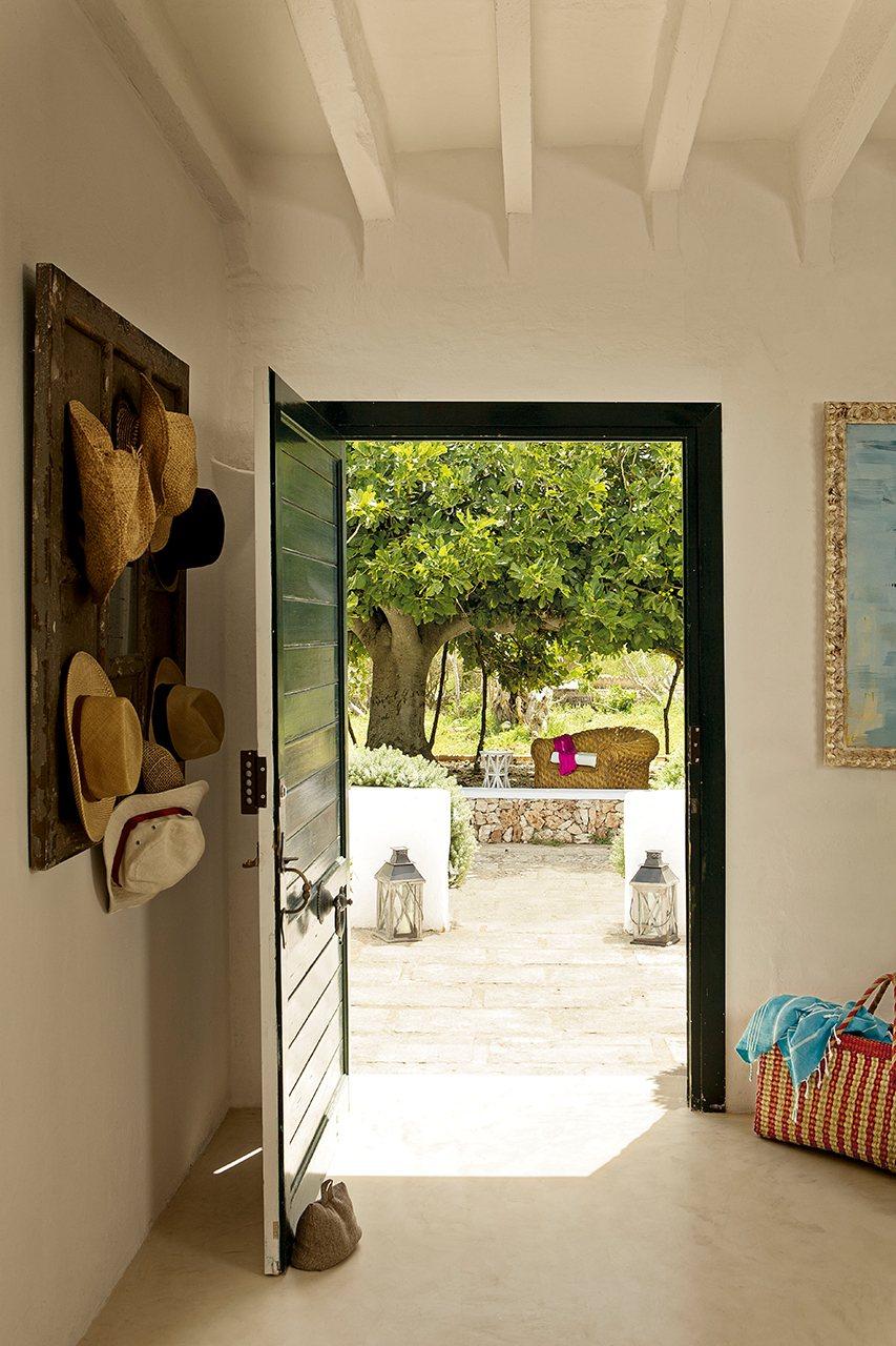 Una casa en menorca llena de vida - Normativa barandillas exteriores ...