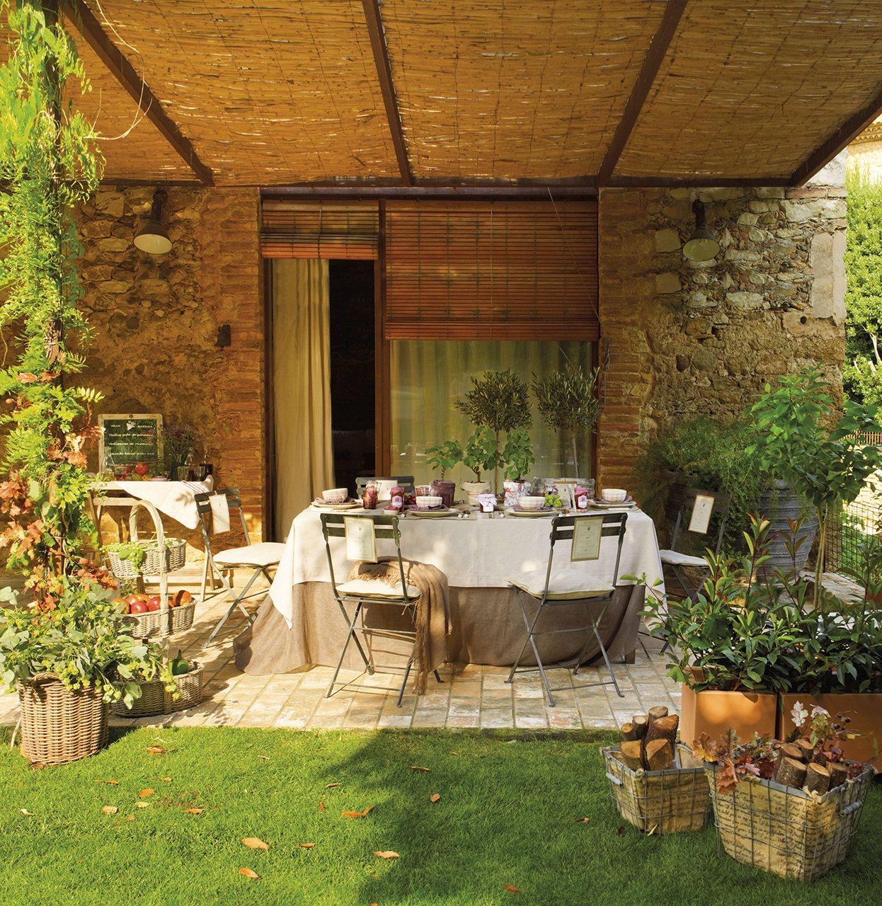 La mesa est servida que empiece la fiesta de la vendimia for Mesa porche