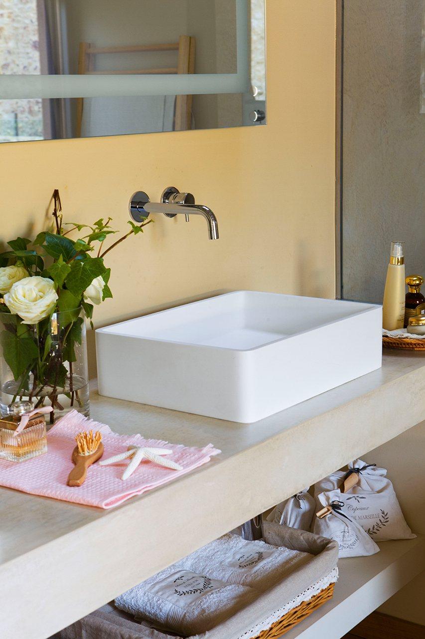 detalle de un lavamanos exento instala lavamanos exentos