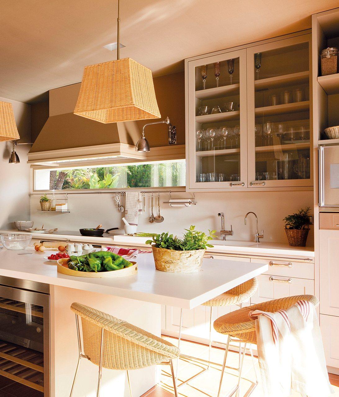 Trucos para poner un office en una cocina peque a - Mesa esquinera cocina ...