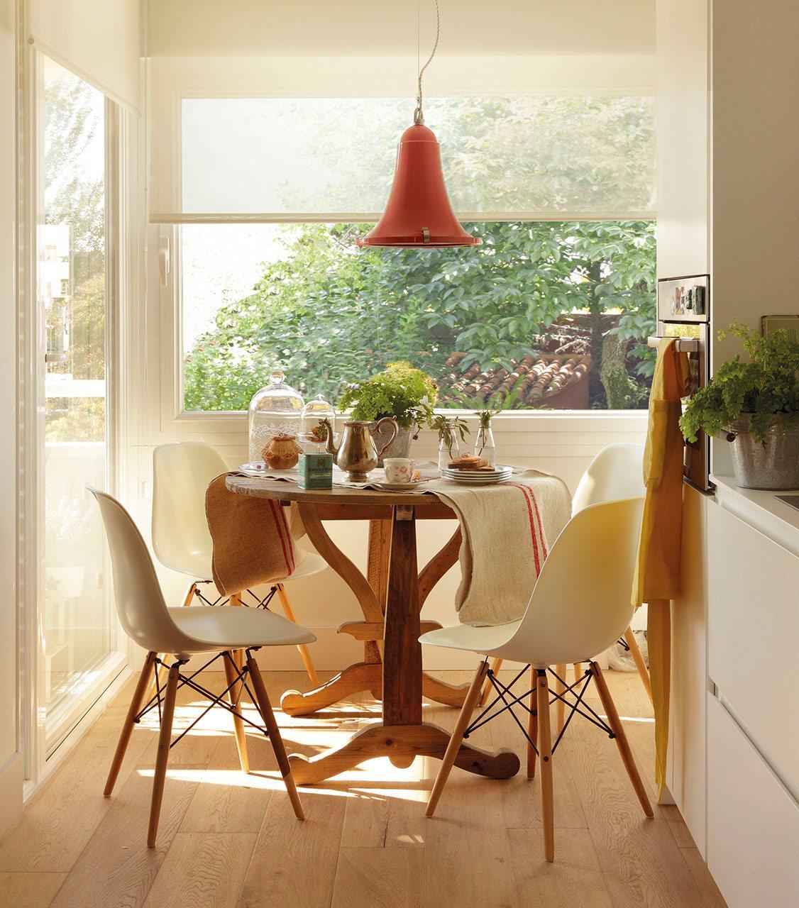 Trucos para poner un office en una cocina peque a for Mesa rinconera para cocina