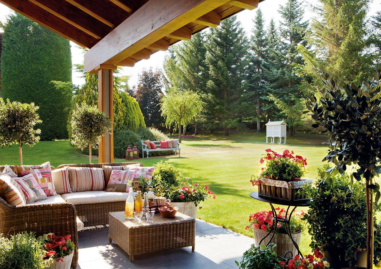 Una casa en el campo para disfrutar sin prisas for Patios de casas y jardines