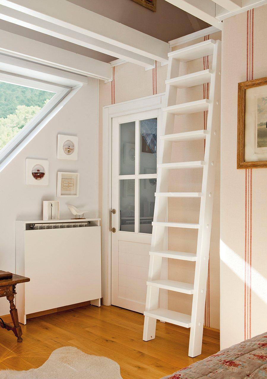 Una casa pensada al mil metro - Escaleras blancas ...